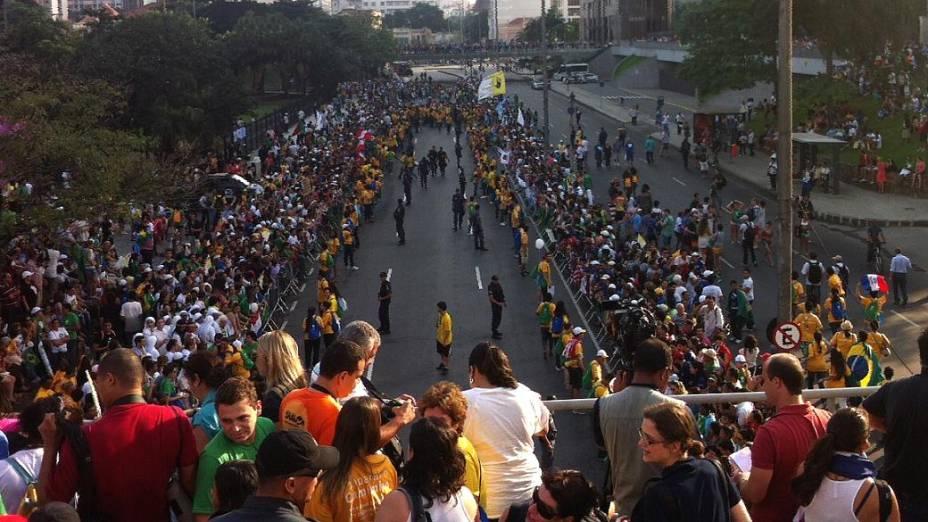 Fiéis tomam o Centro do Rio à espera do papa