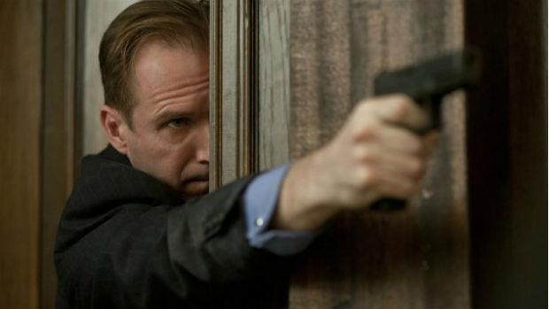 O ator Ralph Fiennes como Gareth Mallory em Skyfall