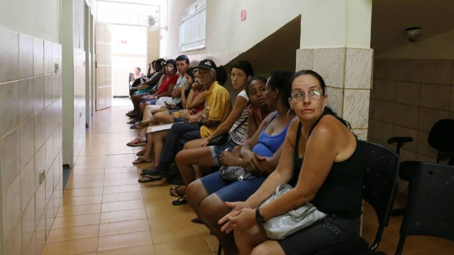 Fila no hospital municipal de Itaocara para atendimento