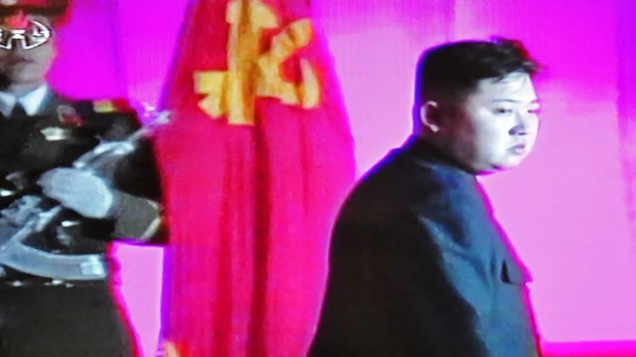 Imagem de vídeo em televisão coreana mostra Kim Jong-Un, filho do líder norte-coreano Kim Jong-Il, em Pyongyang, Coreia do Norte