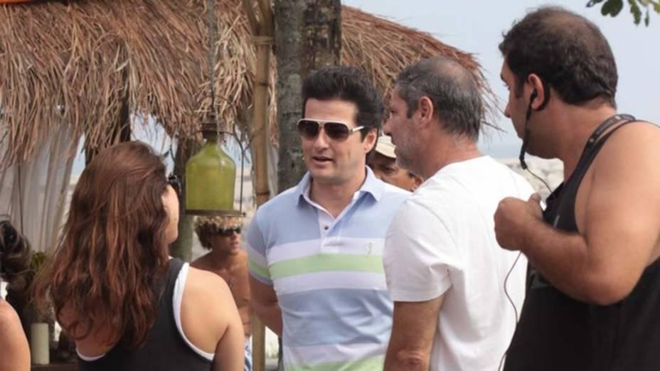 Marcelo Serrado grava cena da novela Fina Estampa na praia da Barra da Tijuca, Rio de Janeiro