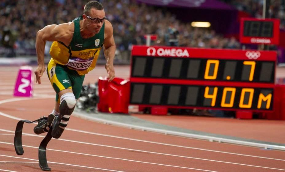 O sul-africano Oscar Pistorius, que teve as duas pernas amputadas e corre com próteses de fibra de carbono