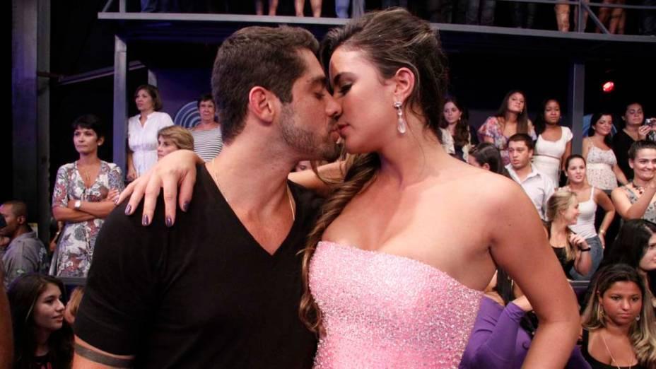 Yuri e Laisa se beijam durante final do BBB 12