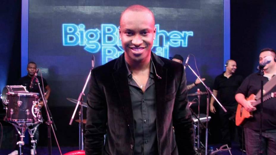 O cantor Thiaguinho se apresentou durante a final do BBB 12