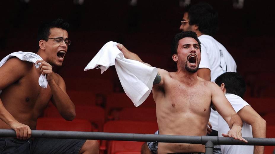 Torcedores durante partida entre São Paulo e Corinthians