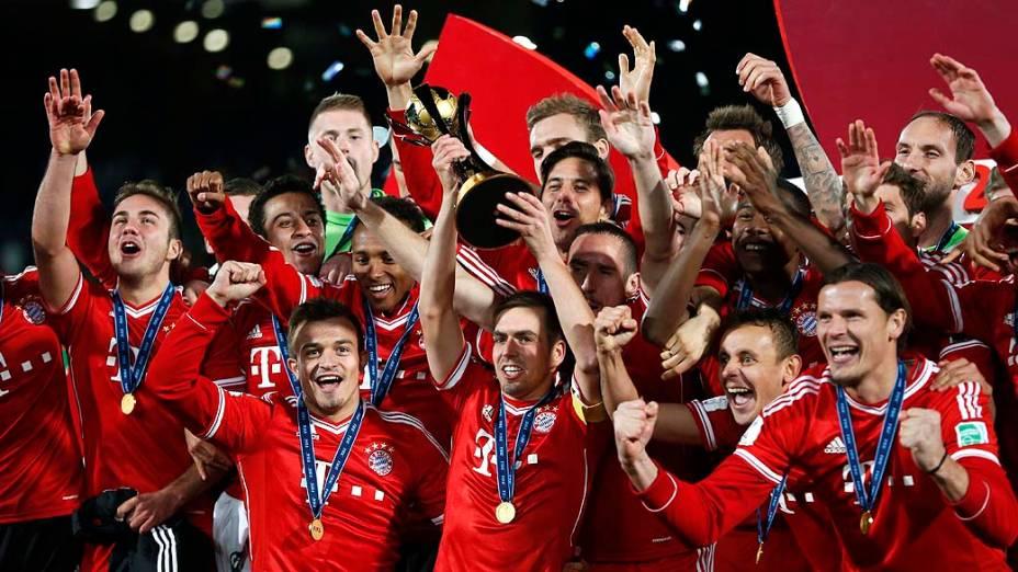 Götze (à esq.) celebra o título de campeão Mundial de Clubes da Fifa de 2013 pelo Bayern