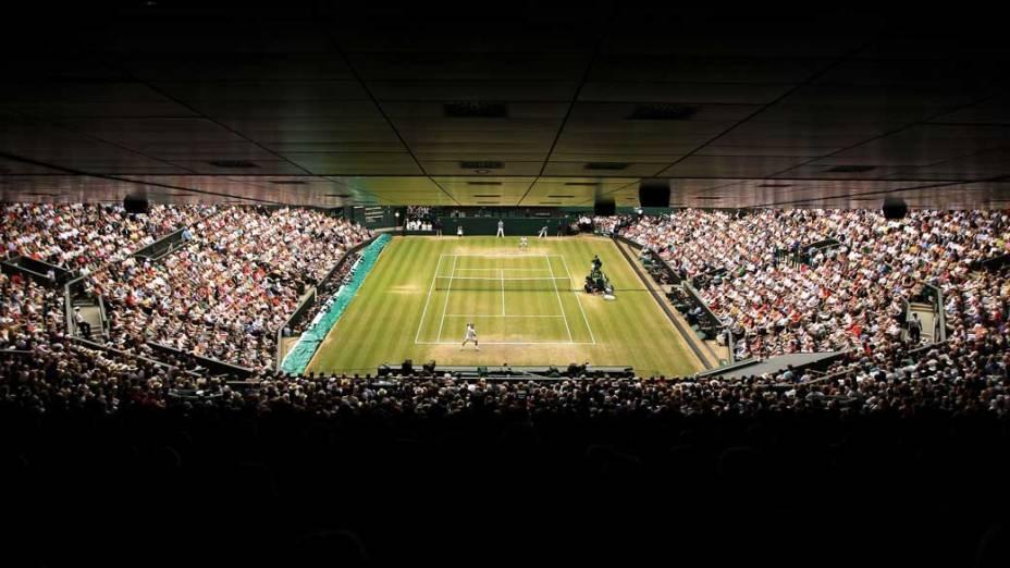 Rafael Nadal e Novak Djokovic durante a partida final do torneio de Wimbledon, Londres