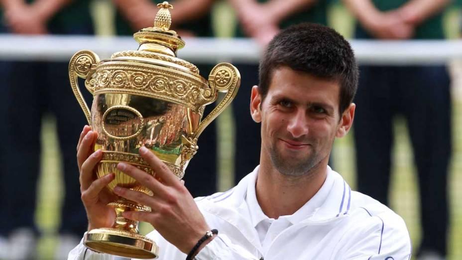 Novak Djokovic comemora a vitória no torneio de tênis de Wimbledon contra Rafael Nadal, Londres