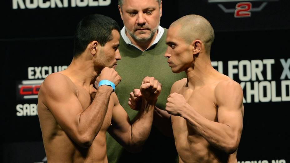 Jussier Formiga e Chris Cariaso durante a pesagem do UFC Jaraguá do Sul em (SC)