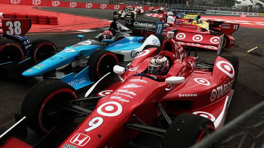 Tony Kanaan se envolveu em acidente na parte final da corrida em São Paulo