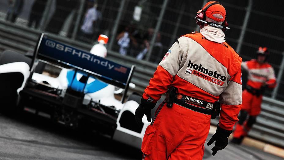 O carro de número 67 do piloto Josef Newgarden se envolveu num acidente, parando novamente a corrida