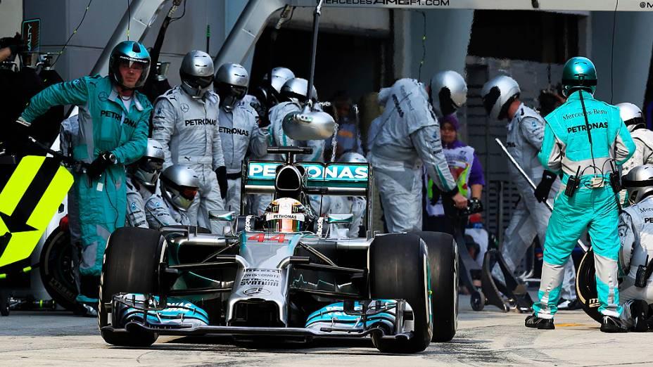 O britânico Lewis Hamilton, da Mercedes, venceu neste domingo (30) o Grande Prêmio da Malásia de Fórmula 1, no circuito de Sepang