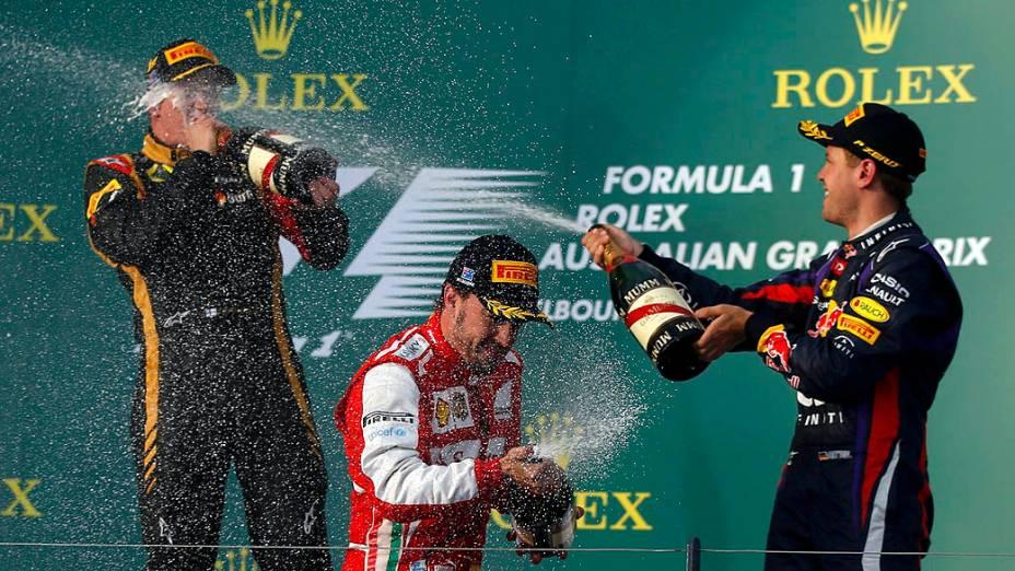 Kimi Raikkonen, Fernando Alonso e Sebastian Vettel comemoram a vitória no GP da Austrália