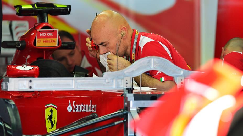 Movimentação no box da Ferrari em Interlagos