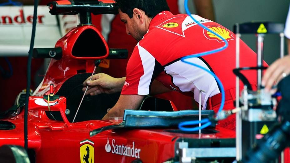 Movimentação no box da Ferrari Interlagos