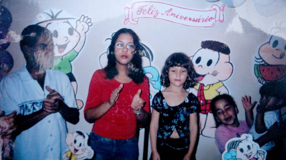 Jaílson e Fabiane, de cabelos compridos e pretos, no aniversário da filha Yasmin