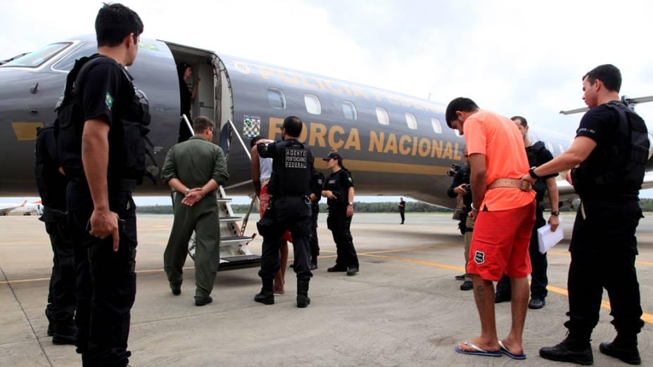 Detentos de Pedrinhas sendo transferidos para presídios federais