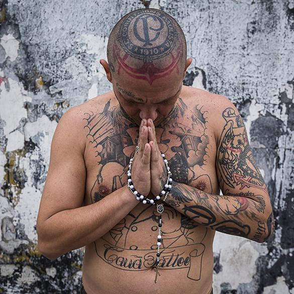 Alexandre Helios Motta, 37, torcedor fanático do Corinthians. Seu corpo é coberto de tatuagens que fazem referência ao time. Para ele, que é membro da torcida Gaviões da Fiel, o Corinthians é mais importante do que qualquer outra coisa na vida