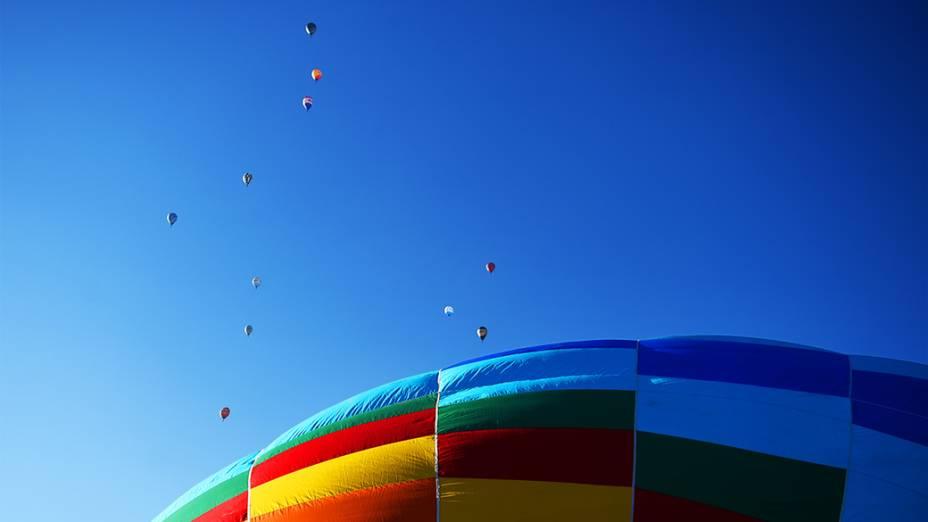 Balões sobrevoam a cidade de Rio Claro durante o Mundial de Balonismo