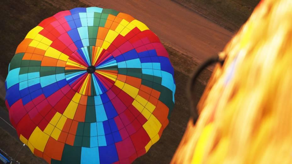 Balão é visto de cima durante o Mundial de Balonismo na cidade de Rio Claro, no interior paulista