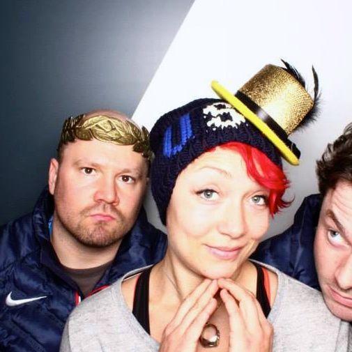 A cabine de fotos do COI em Sochi-2014: Steven Holcomb, Steven Langton e Katie Uhrlaender