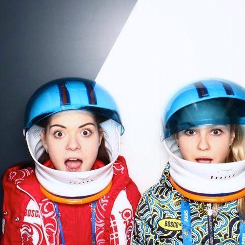 A cabine de fotos do COI em Sochi-2014: Adelina Sotnikova e Yulia Lavrentieva