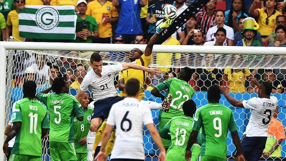 Lance no jogo entre França e Nigéria no Mané Garrincha, em Brasília