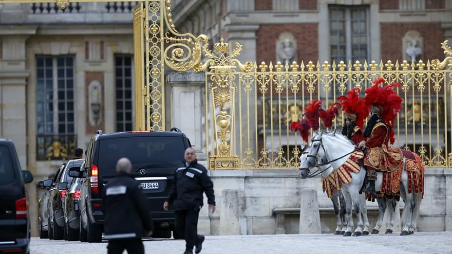 Movimentação no Palácio de Versalhes antes da festa de Kim Kardashian e Kanye West, na França