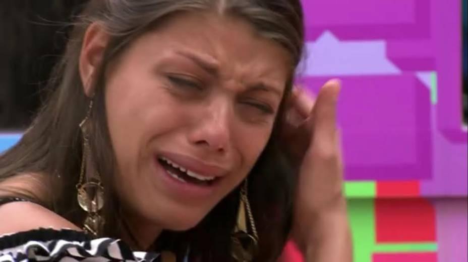 Franciele chora após mais uma briga com Diego no BBB14