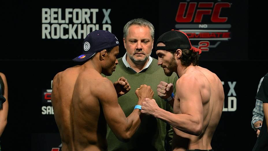 Francisco Trinaldo e Mike Rio durante a pesagem do UFC Jaraguá do Sul em (SC)