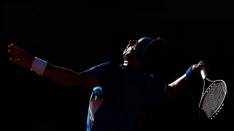 Em Paris, o tenista português Frederico Gil durante partida contra o cipriota Marcos Baghdatis, no torneio de Roland Garros
