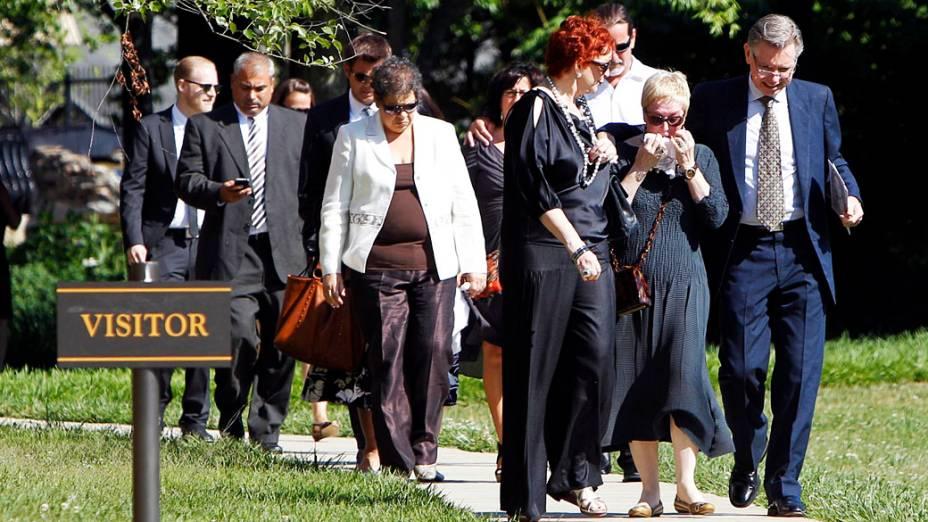 Parentes e amigos se despedem da cantora Donna Summer durante funeral em Nashville, Tennessee