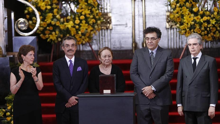 Amigos e familiares prestam as últimas homenagens a Gabriel García Márquez, nesta segunda-feira (21)