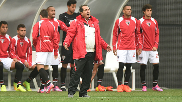Muricy durante partida contra o Corinthians, no Itaquerão