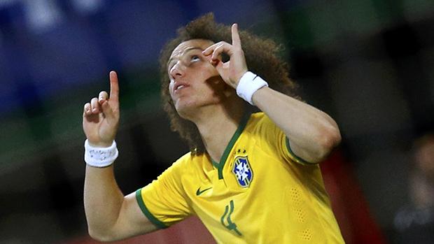 David Luiz comemora gol contra a Austria