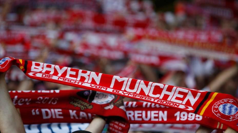 Torcida do Bayern durante partida contra o Borrussia