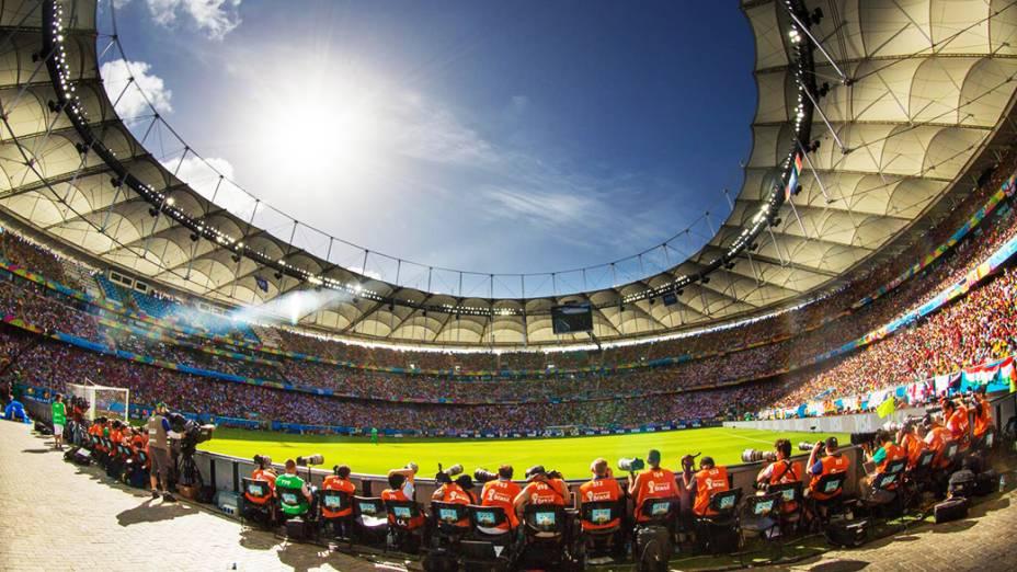 Vista geral da Arena Fonte Nova durante o jogo entre Alemanha e Portugal, em Salvador