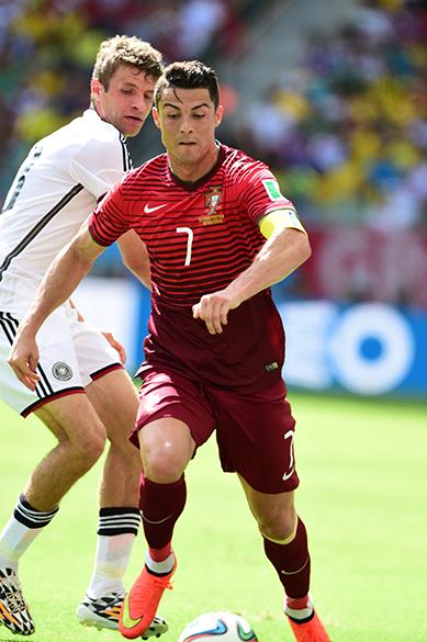 O português Cristiano Ronaldo durante o jogo contra a Alemanha na Arena Fonte Nova, em Salvador