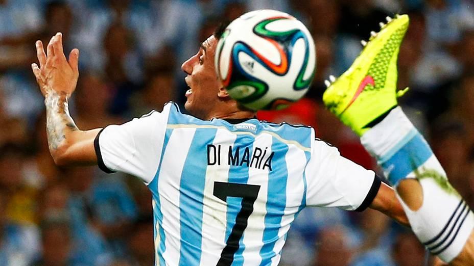 Di Maria, da Argentina, durante lance no jogo contra a Bósnia no Maracanã, no Rio