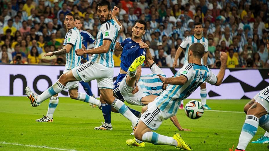 Lance no jogo entre Argentina e Bósnia no Maracanã, no Rio