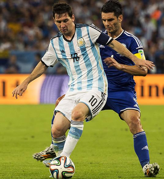 O argentino Lionel Messi em lance no jogo contra a Bósnia no Maracanã, no Rio