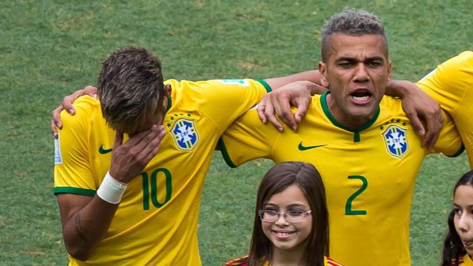 Neymar se emociona durante o Hino Nacional no Castelão, em Fortaleza