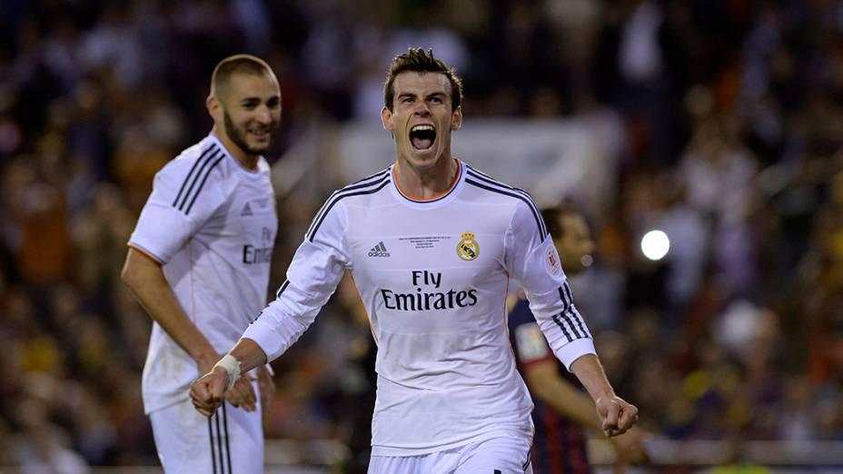 Jogadores do Real Madrid comemoram gol contra o Barcelona durante a partida final da Copa do Rei