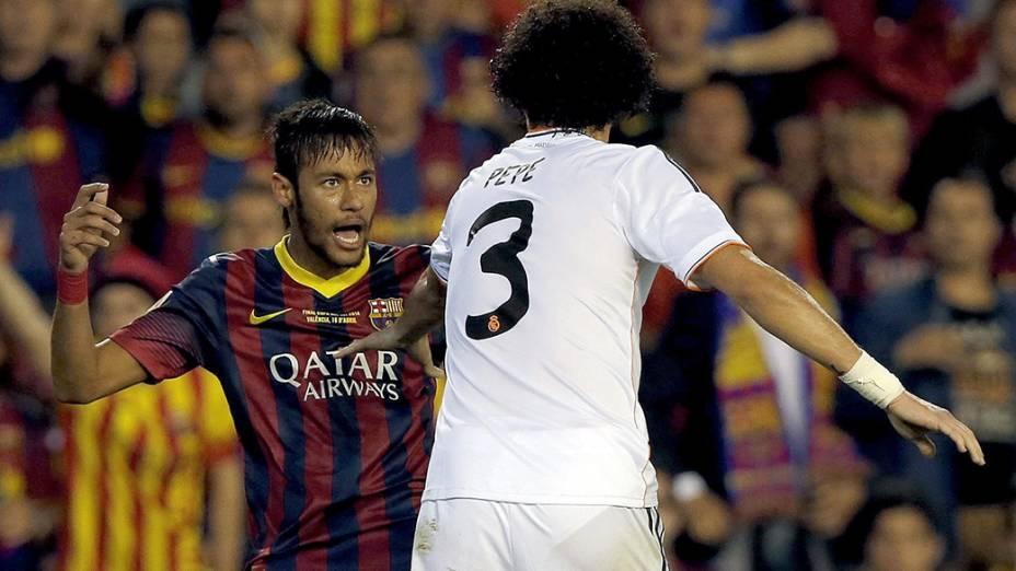 Neymar se desentendeu com Pepe durante a partida
