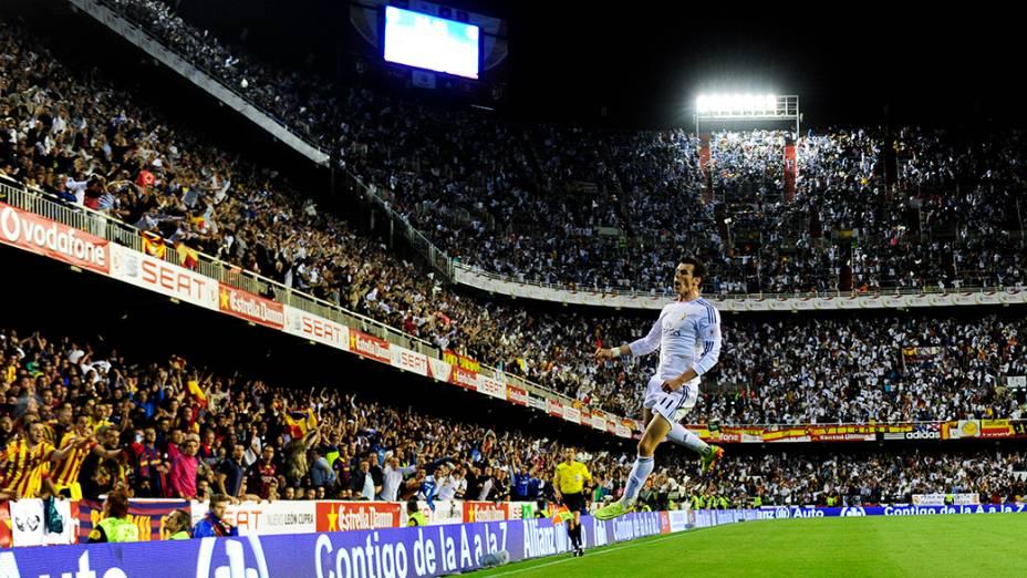 Gareth Bale comemora o gol da vitória do Real Madrid contra o Barcelona na final na Copa do Rei