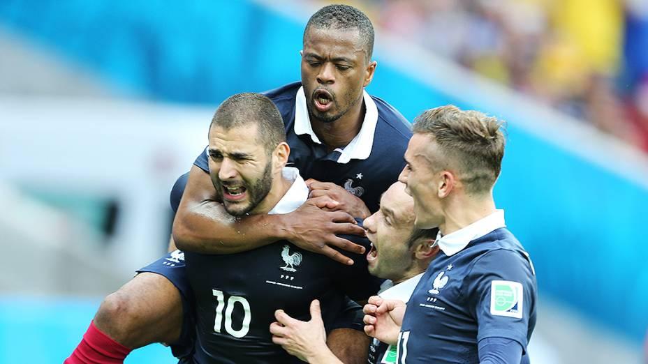 Jogadores da França comemoram gol contra Honduras no Beira-Rio, em Porto Alegre