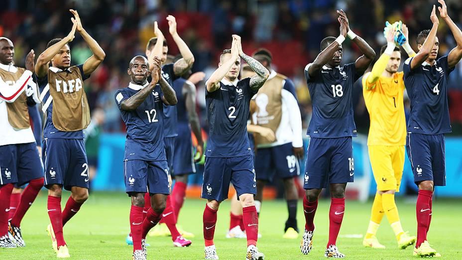 Jogadores da França comemoram a vitória de 3 a 0 contra Hondura no Beira-Rio, em Porto Alegre
