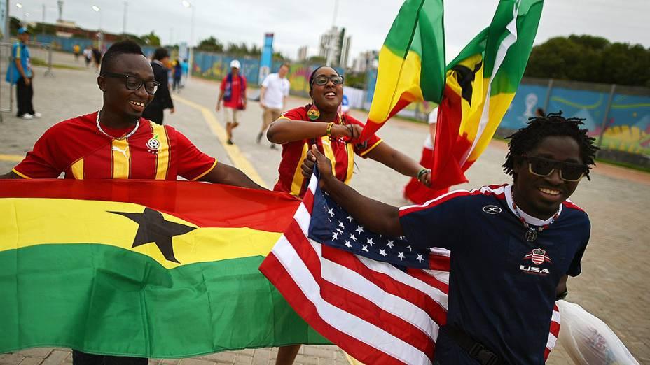 Torcedores de Gana e dos Estados Unidos chegam na Arena das Dunas, em Natal