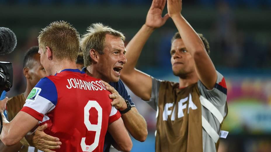 O técnico da seleção dos Estado Unidos, o alemão Jurgen Klinsmann, comemora a vitória por 2 a 1 sobre Gana, em Natal