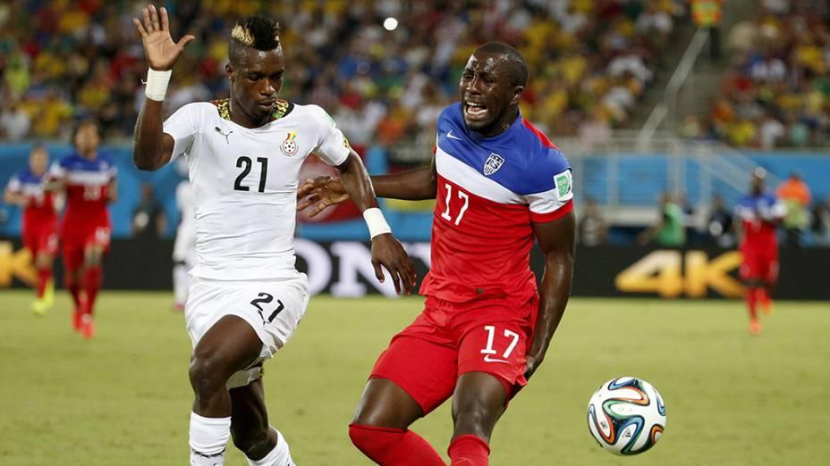 Jozy Altidore, dos Estados Unidos, sente dores na coxa esquerda durante o jogo contra Gana na Arena das Dunas, em Fortaleza